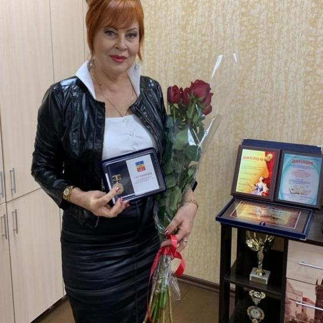 Знак отличия «За вклад в развитие города Волгодонска» вручен директору школы «Восхождение»